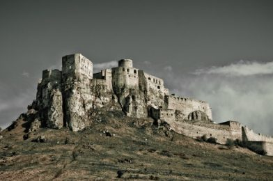 9 kníh plných slovenských povestí o našich hradoch, zámkoch a riekach