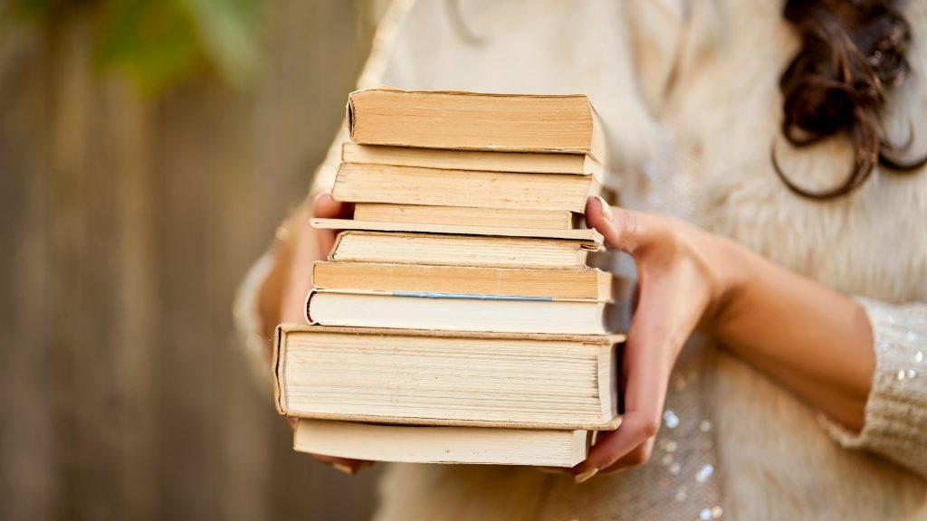 """Ako dobyť  kôpku kníh, v zozname značky """"prečítať tento rok"""""""